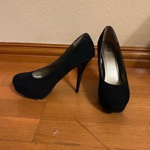 Mossimo Black Satin Pumps